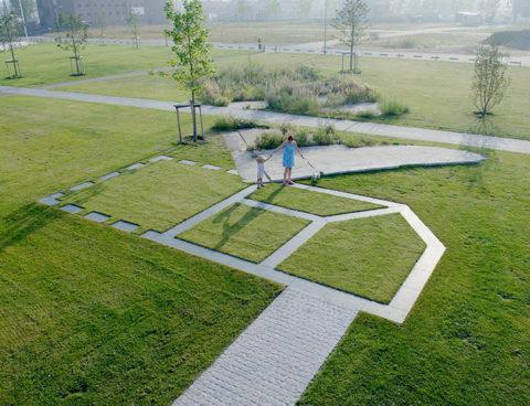 Monument 'Het verdwenen huis tussen hemel en aarde' (2005)